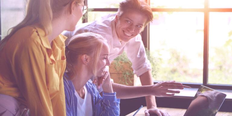 Read more about the article Stosowanie umiejętności coachingowych dla skutecznego kierowania zespołem